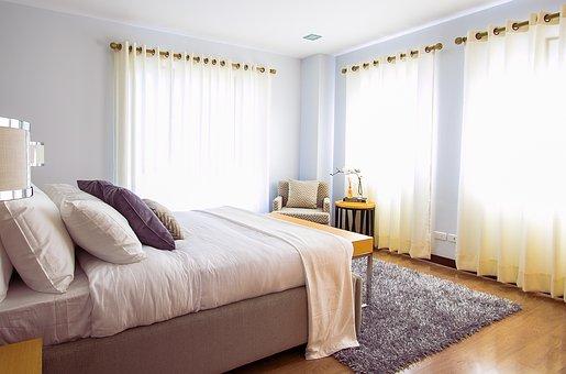 Каква е основната връзка между пълноценния сън и мебелите за спалня?