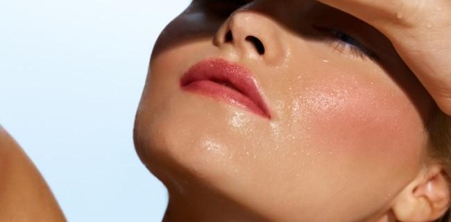 Каква трябва да е грижата за мазната кожа през лятото?
